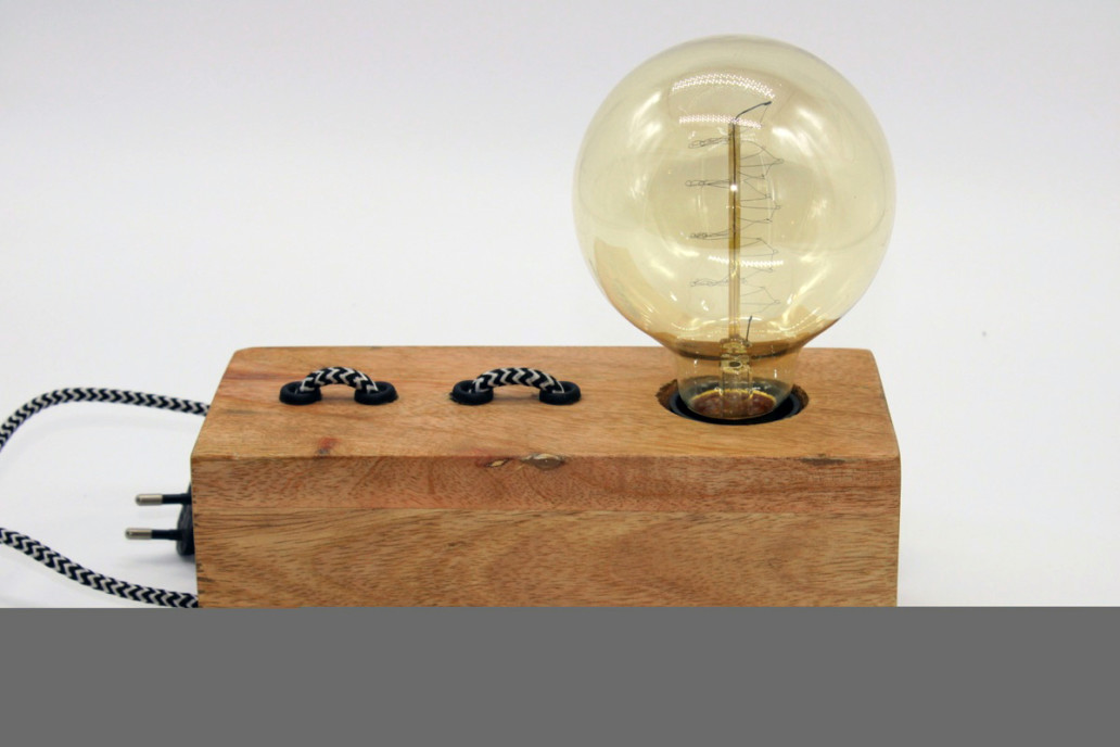 Lampada da tavolo industrial in legno Both