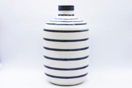 Vaso basso in ceramica a righe