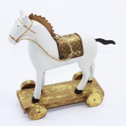 Cavallo in legno bianco e dorato su ruote