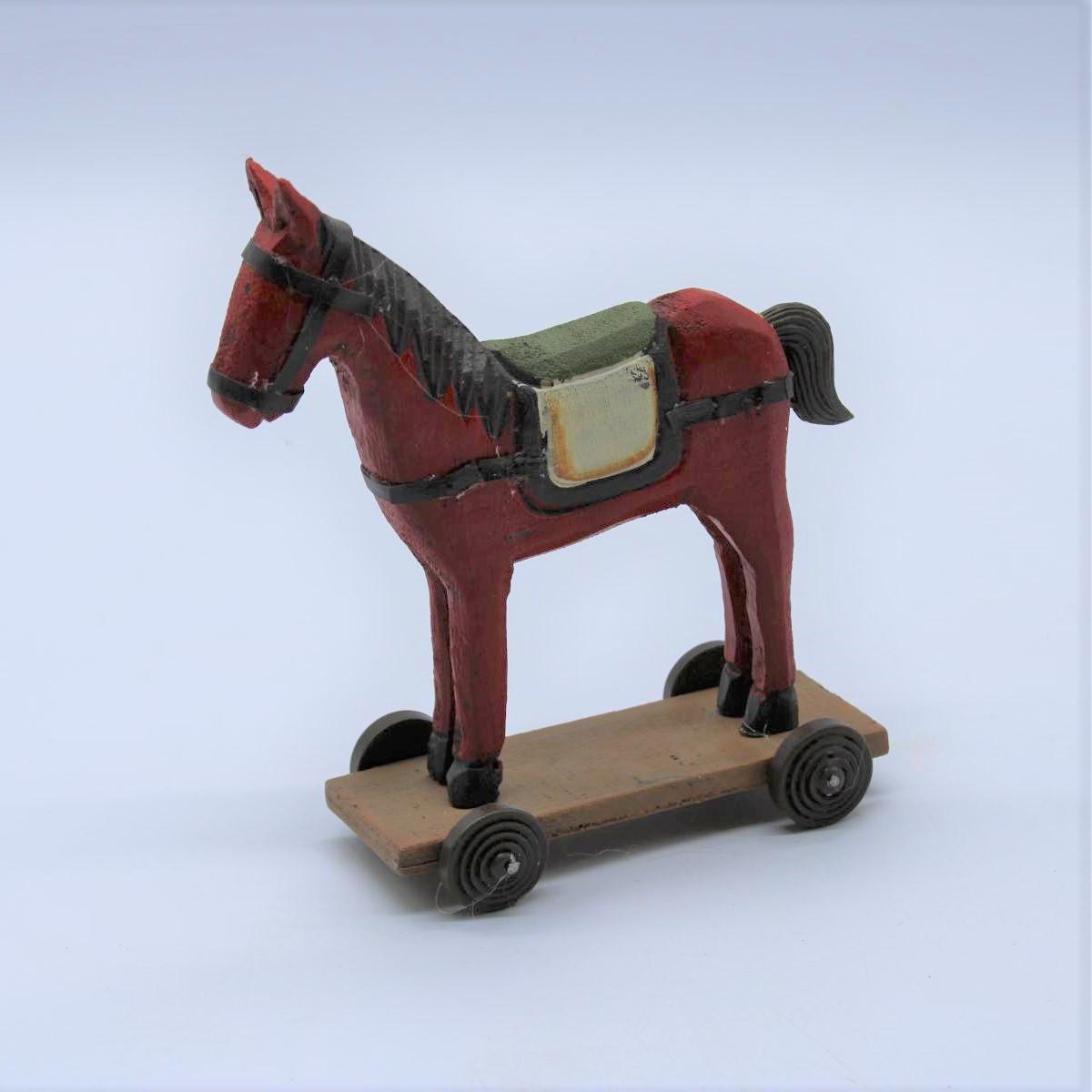 Cavallo in legno su ruote